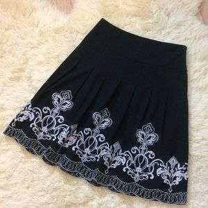 Ann Taylor size 6 embroidered beautiful full skirt